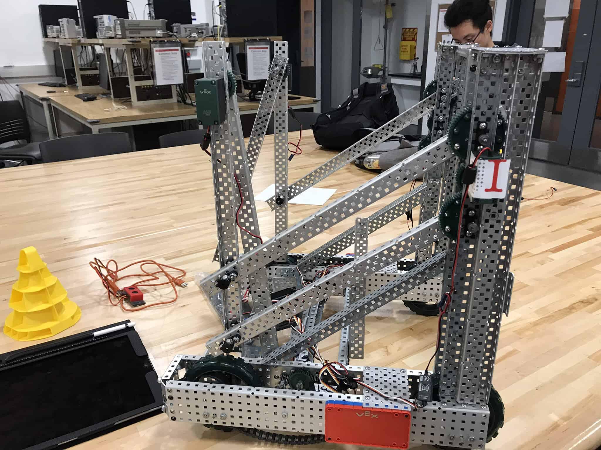 vex team a robot design irobotics. Black Bedroom Furniture Sets. Home Design Ideas